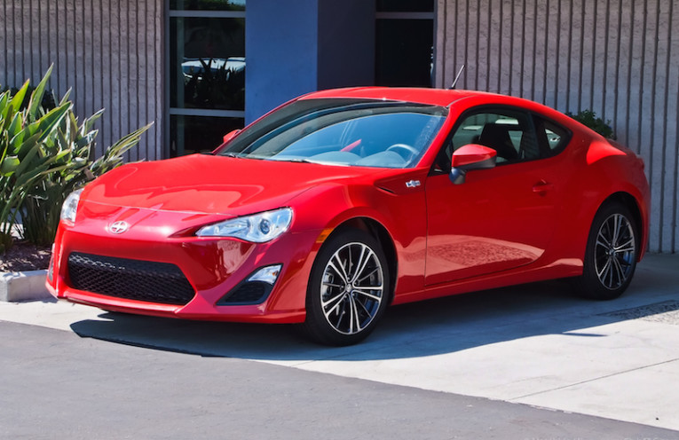 https://upload.wikimedia.org/wikipedia/commons/2/2d/Scion_FR-S_3-22-2012-Toyota-Motorsports-Kickoff-Day-USA-100-57.jpg