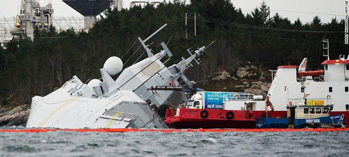 Extraño hundimiento de buque de guerra