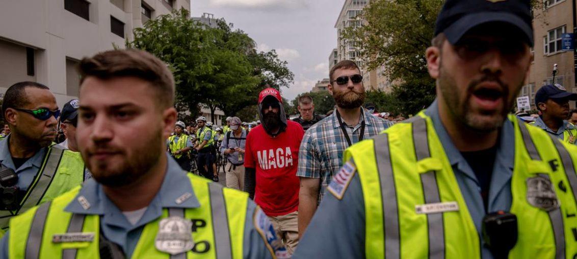 Supremacistas blancos siguen ahí; no se han ido