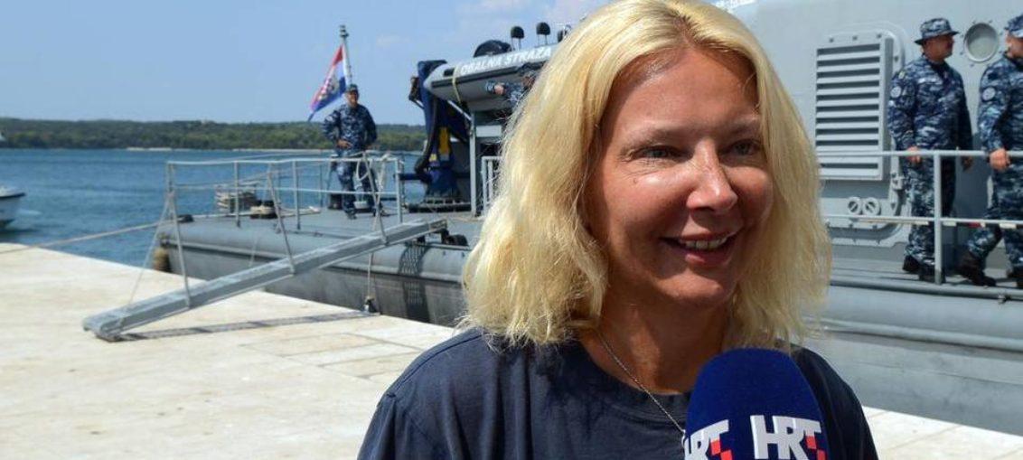 Rescatan a británica caída de crucero, tras 10 horas en el mar