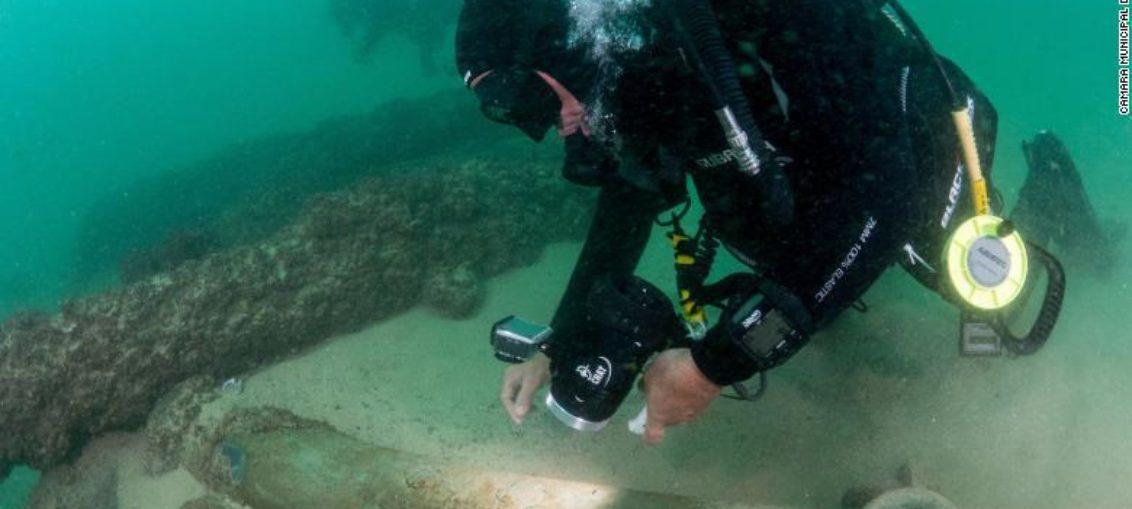 Arqueólogos ante el descubrimiento de la década