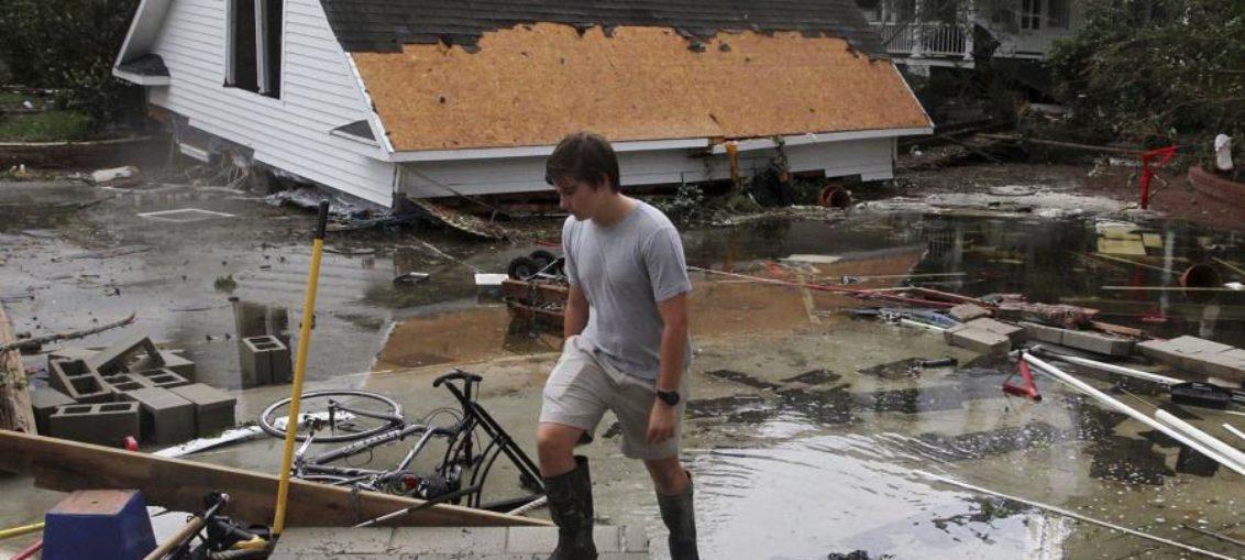 Florence sigue amenazando, tras dejar 14 muertos