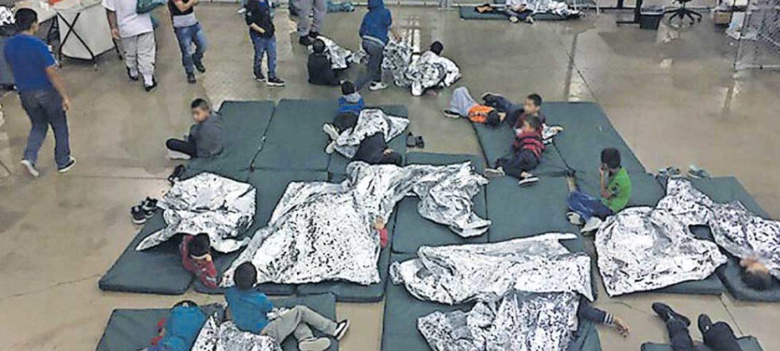 Cientos de niños inmigrantes separados de sus padres
