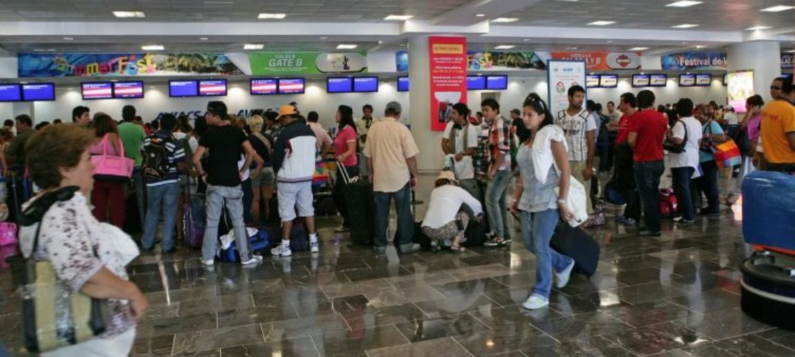 Detienen en Cancún a cubanos con pasaportes falsos