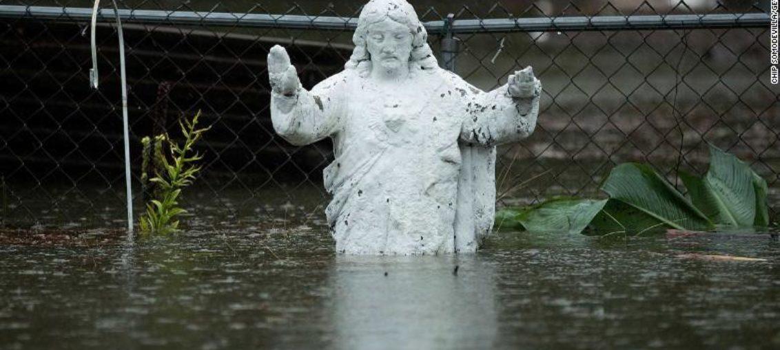 Florence deja al menos 11 muertos y sigue con lluvias