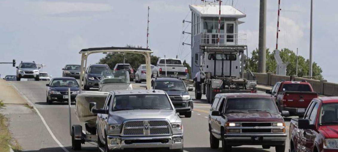 Miles desalojan costa este de EEUU por huracán Florence