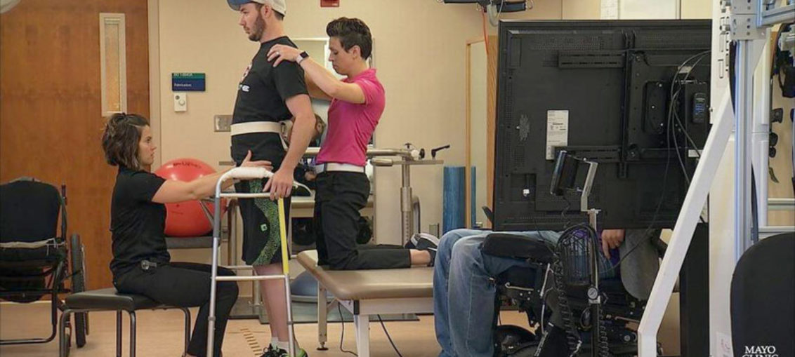 Paralítico logra andar gracias a estimulación electrónica