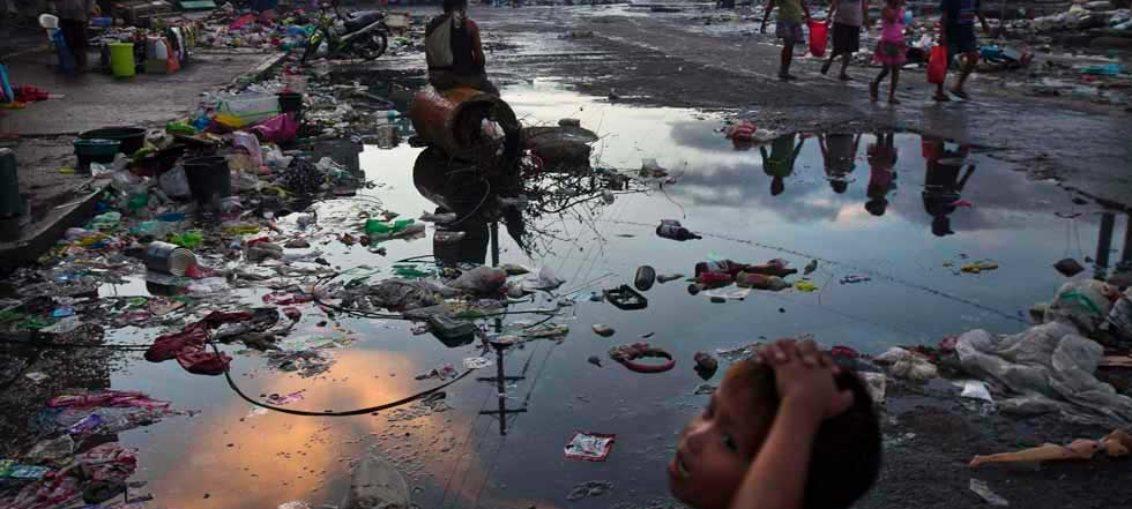 Tifón azota China tras dejar decenas de muertos en Filipinas