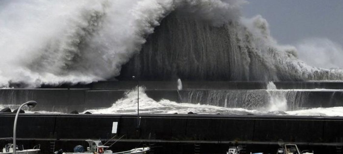 Tifón deja varios muertos y heridos en Japón
