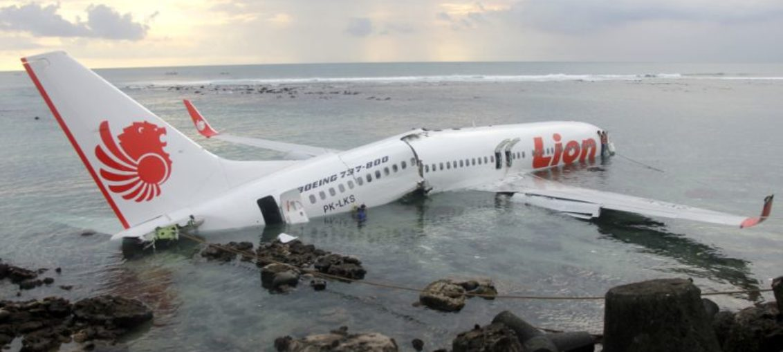 Avión de Lion Air cae al mar en Indonesia