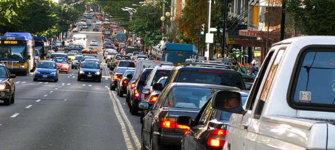 Conexión autos-semáforos evita accidentes y congestión