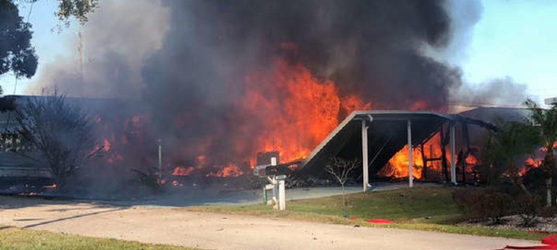 Muertos en Florida al precipitarse helicóptero en vecindario