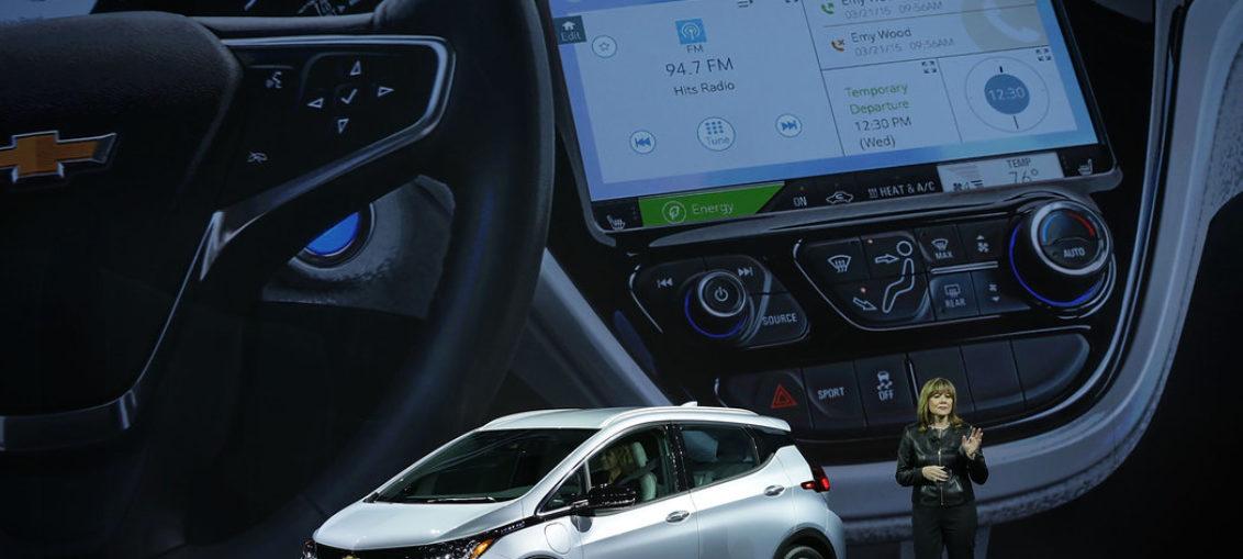 Anuncian planes de producción masiva de autos eléctricos y autónomos