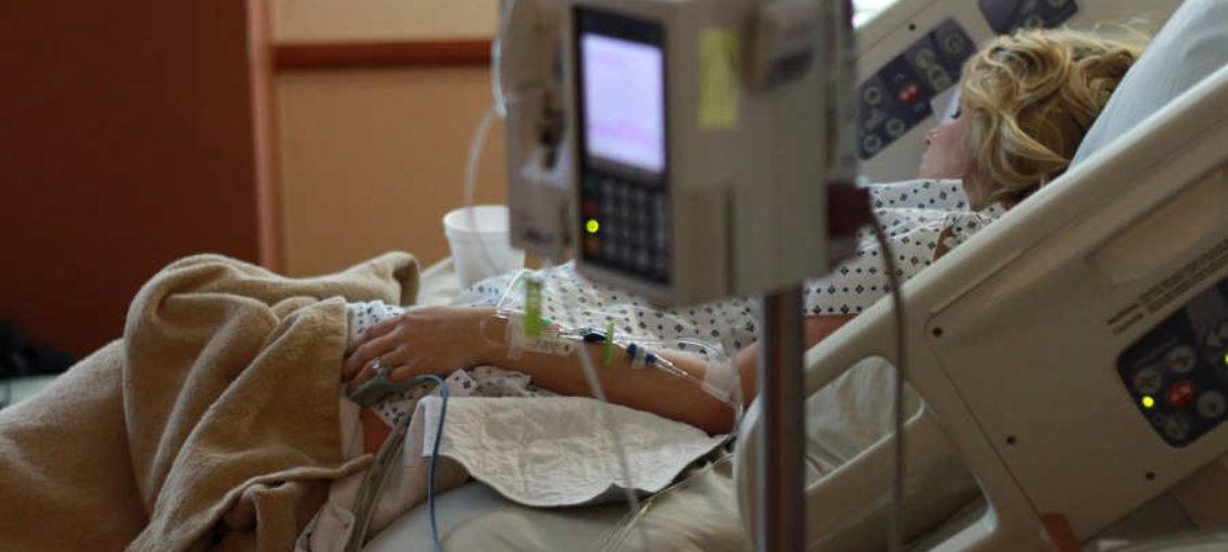 Mujer demanda al hospital que le devolvió la vida